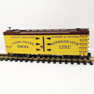 USED USA Trains Reefer Car Union Pacific  with metal wheels #24014